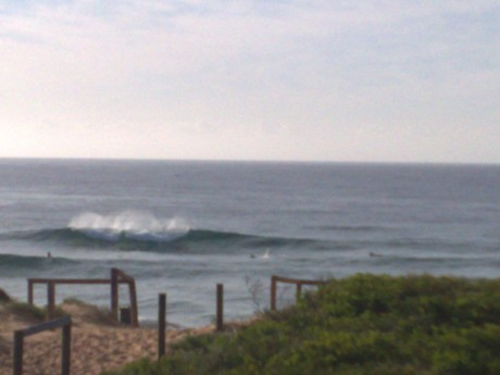 Mona Main has a few fun little waist to shoulder high ones this morning, it's a bit fat but worth getting out there!!
