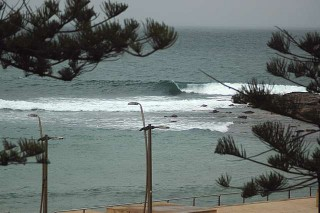 Rare sight: Empty Dee Why Point wave